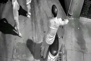 Hà Nội: Gã đàn ông dâm ô 2 bé gái trong ngõ vắng bị tạm giữ
