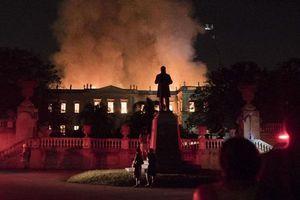 Những công trình kiến trúc nổi tiếng thế giới bị 'bà hỏa' viếng thăm