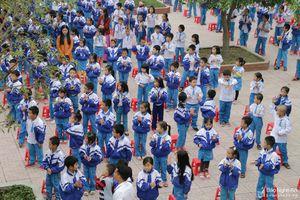 Phụ huynh TP Vinh chạy đua với thời gian vì trường đổi thời khóa biểu
