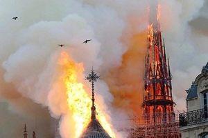 Mbappe, Neymar, Pogba đau buồn khi Nhà thờ Đức Bà Paris bốc cháy