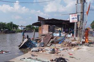 Cần Thơ: Sạt lở, ghe chở 80 tấn gạo chìm theo 4 căn nhà