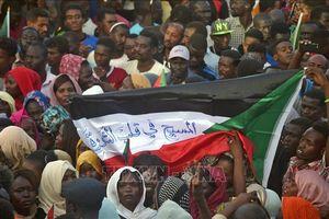 Hàng nghìn người biểu tình Sudan đòi giải tán Hội đồng quân sự