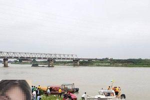 Những tiết lộ bất ngờ từ phía gia đình trước khi nữ sinh lớp 12 nhảy cầu ở Bắc Ninh