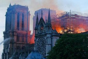 Tỷ phú giàu nhất nước Pháp không ngồi yên, ủng hộ 200 triệu Euro sửa chữa Nhà thờ Đức Bà Paris