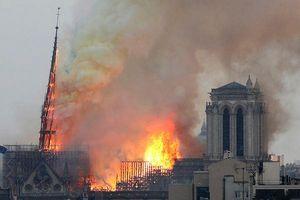 Nỗ lực cứu lấy Nhà thờ Đức Bà Paris (Pháp) 850 tuổi đang cháy lớn, chưa có thương vong được xác nhận