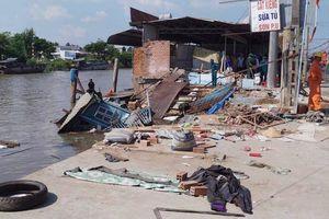Ghe chở 80 tấn gạo bị chìm khi đi qua khu vực sạt lở ở Cần Thơ