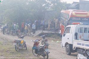 Ô tô khách lùi sập nhà dân, nhiều người dân và hành khách hoảng loạn