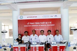 Quỹ Toyota Việt Nam trao tặng thiết bị y tế tại tỉnh Kon Tum