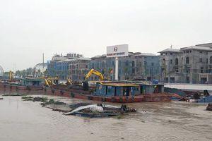 Hai sà lan chở than gặp nạn trên sông Tam Bạc ở Hải Phòng