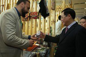 Nhiều doanh nghiệp nước ngoài đến từ 15 quốc gia, vùng lãnh thổ tham dự Triển lãm OCOP và hội chợ Lifestyle Việt Nam 2019