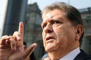 Cựu Tổng thống Peru tự bắn vào cổ khi bị cảnh sát bắt vì tham nhũng