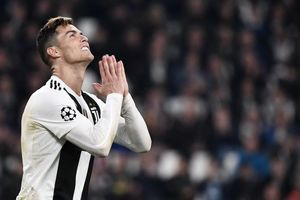 Ronaldo ghi bàn, Juve vẫn bị loại khỏi Champions League