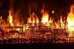 Trước Nhà thờ Đức Bà, nhiều công trình nổi tiếng từng chìm trong lửa