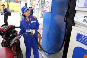 Giá xăng tiếp tục tăng ở mức cao