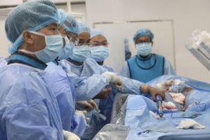 Lần đầu tiên can thiệp phình động mạch chủ ngực bằng kỹ thuật cao tại bệnh viện tuyến quận