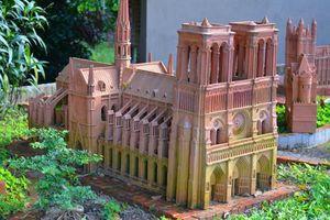 Độc đáo phiên bản Nhà thờ Đức Bà Paris mini ở Việt Nam