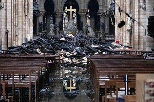 Tan hoang bên trong Nhà thờ Đức Bà Paris sau vụ cháy kinh hoàng