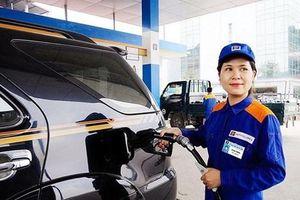 Giá xăng tăng mạnh, RON 95 vượt mốc 21.000 đồng/lít