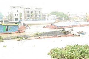 Hải Phòng: Hai sà lan chở xít gặp nạn trên sông Tam Bạc