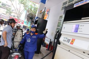 Giá xăng tiếp tục tăng 1.200 đồng mỗi lít