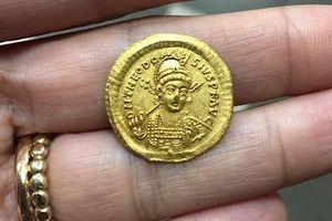Israel: Phát hiện đồng tiền vàng La Mã quý hiếm 1.600 năm tuổi