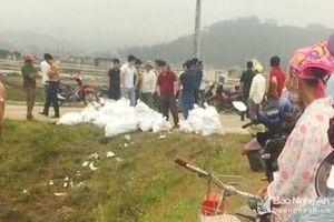 Nghệ An: Phát hiện hàng chục bao tải chứa bột màu trắng nghi là ma túy