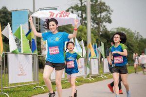 Dàn sao showbiz hội tụ tại Giải chạy lớn nhất miền Bắc - Ecopark Marathon 2019