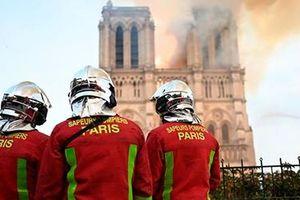 Bàng hoàng vụ cháy Nhà thờ Đức Bà Paris