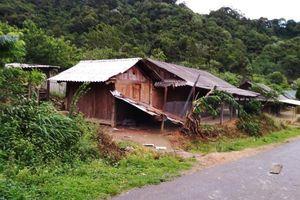 Nghệ An: Lốc xoáy khiến hàng chục hộ dân bị hư hỏng nhà cửa