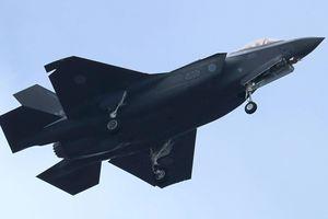 Mỹ triển khai cả B-52, quyết ngăn F-35 gặp nạn rơi vào tay Nga, TQ