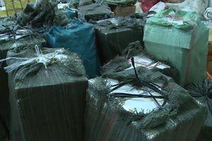 Long An: Bắt vụ vận chuyển gần 10.000 gói thuốc lá nhập lậu