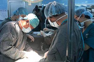 Bác sĩ cũng sốc: Mới 14 tuổi, bé gái bị ung thư cổ tử cung giai đoạn cuối