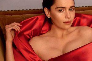 'Mẹ Rồng' Emilia Clarke khoe ngực đầy nóng bỏng
