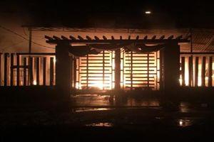 Cửa hàng tạp hóa cháy trong đêm, 1 tỷ đồng chìm trong biển lửa