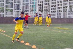 U18 Việt Nam hăng say luyện công chờ đấu Singapore