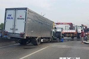 TP.HCM: Xe tải tông đuôi xe tải cẩu, 2 người tử vong tại chỗ