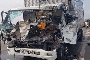 Xe tải đâm xe cẩu khiến 2 người chết 1 người bị thương