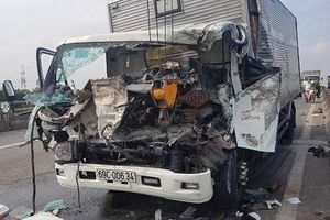 Kiểm tra xe bị hư giữa đường, 2 người bị tông tử vong