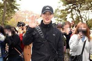 Lee Ki Kwang (Highlight) lặng lẽ nhập ngũ, chia sẻ tâm tình đến người hâm mộ