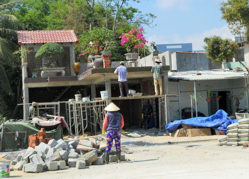 Tuy Phước (Bình Định): Ngang nhiên xây nhà trên đất lúa