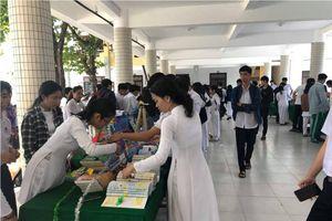 Đà Nẵng: Trường THPT Thái Phiên tổ chức cuộc thi xếp sách nghệ thuật