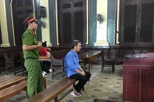Dùng dao giết vợ rồi tự tử không thành, lãnh án 18 năm tù