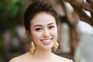 Quán quân Sao Mai Lương Hải Yến: 'Ai nói tôi dựa hơi chị gái thì kệ họ'