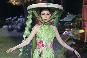 'Chim công' Linh Nga tự tin catwalk cùng siêu mẫu Tuyết Lan, Kim Dung
