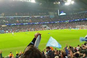 CĐV Man City ăn mừng hụt bàn thắng của Sterling đau đớn thế nào?