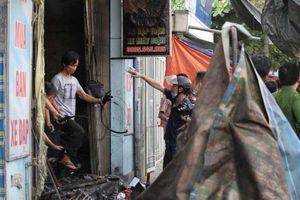 Ba người chết cháy trong cửa hàng xe điện: Người dân bất lực trước cánh cửa sắt đỏ rực bị khóa
