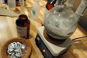 Giáo sư bắt sinh viên chế tạo thuốc lắc