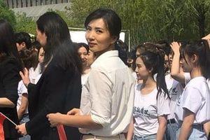 'Mỹ nữ vạn người mê' Trần Hảo thành cô giáo đẹp nhất trường nghệ thuật