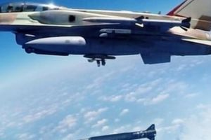 Uy lực tên lửa siêu thanh cực mạnh Israel xuyên thủng lá chắn S-300 Syria
