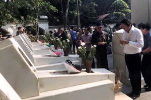 Đoàn cựu TNXP, Ban Xây dựng 67- 559 dâng hương tại các nghĩa trang liệt sĩ Trường Sơn